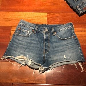 501 Levi shorts